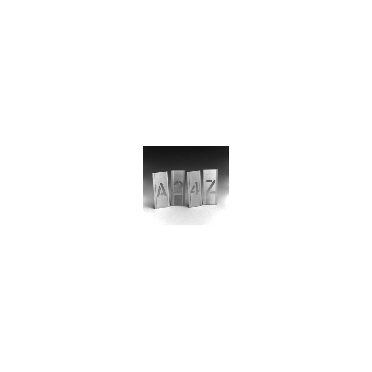 pochoir alphabet 50 mm pour flight case. Black Bedroom Furniture Sets. Home Design Ideas